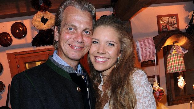 Schwer verliebt: Victoria Swarovski mit Werner Münz (Bild: babiradpicture/Christian Stiefler)