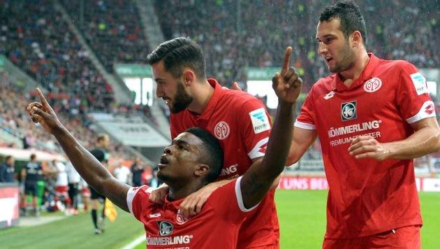 1. Sieg für Mainz ++ Schalke verliert schon wieder (Bild: APA/AFP/DPA/STEFAN PUCHNER)