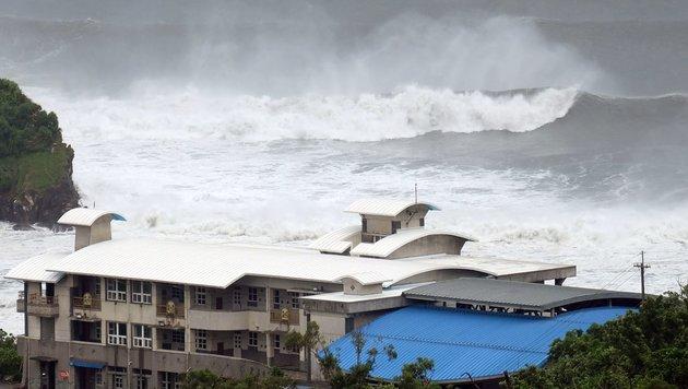 Starker Sturm fegte über Taiwan und Süden Japans (Bild: APA/AFP/Sam Yeh)