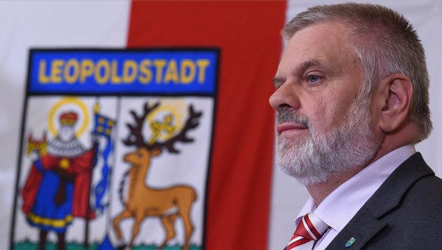 Der bisherige SPÖ-Bezirksvorsteher Karlheinz Hora muss seinen Sessel räumen. (Bild: APA/HERBERT P. OCZERET)