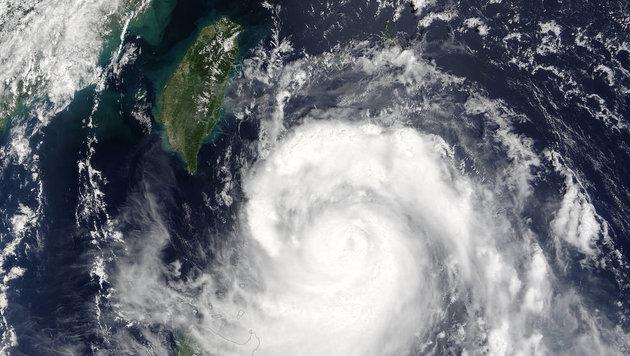 "Der Taifun ""Malakas"" kurz vor Taiwan (Bild: NASA/Goddard Rapid Response Team)"