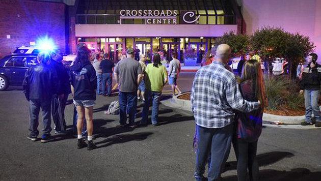 Verletzte bei Messerangriff in US-Einkaufszentrum (Bild: Associated Press)