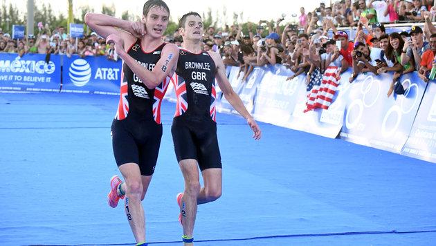 Triathlon-Drama! Brite schleppt Bruder ins Ziel (Bild: AP)