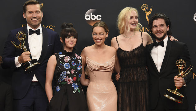 Nikolaj Coster-Waldau, Maisie Williams, Emilia Clarke, Sophie Turner und Kit Harington (Bild: Jordan Strauss/Invision/AP)