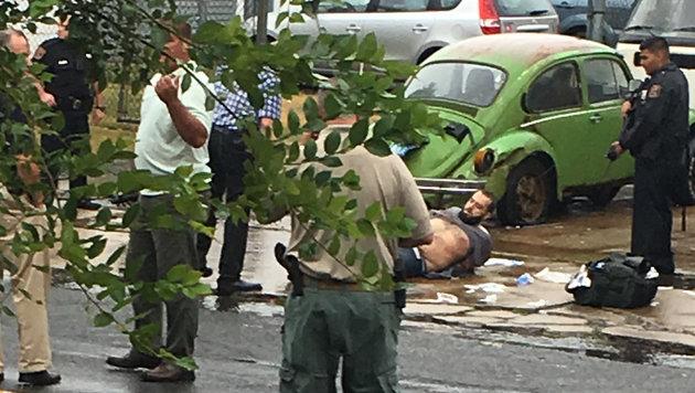 Verdächtiger schoss vor Festnahme auf Polizisten (Bild: AP)