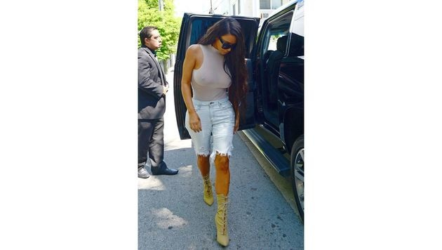 Kim Kardashian im Kondom-Look (Bild: Viennareport)