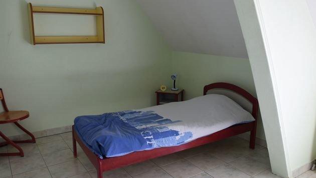 """Ein Zimmer im """"Entzugsheim"""" (Bild: APA/AFP/GUILLAUME SOUVANT)"""
