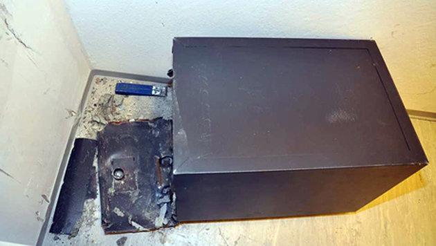 Auch ein aufgebrochener Tresor wurde sichergestellt. (Bild: LPD Salzburg)