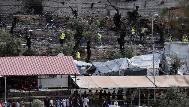 Lesbos: Festnahmen nach Brand in Flüchtlingslager (Bild: AFP)