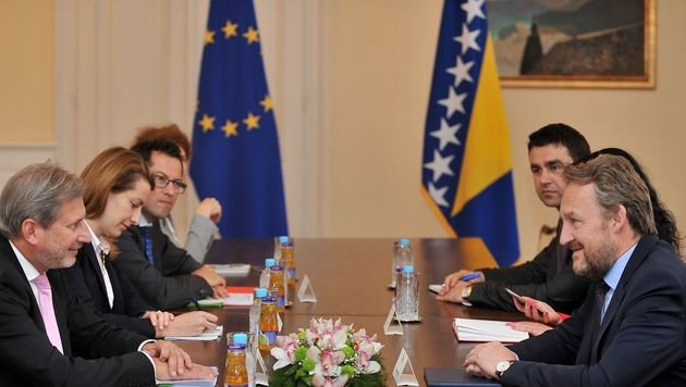 Vertreter der EU und Bosnien-Herzegowinas in Brüssel (Bild: AFP)