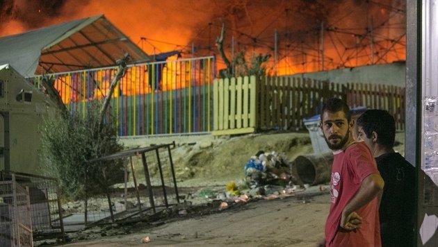 Lesbos: Fl�chtlingslager durch Feuer zerst�rt (Bild: ASSOCIATED PRESS)