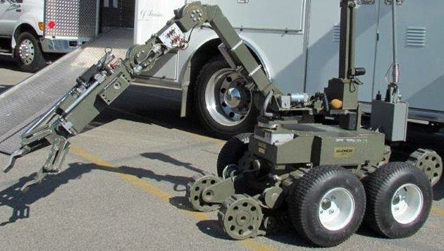 Dieser Roboter stibitzte dem Verdächtigen seine Schrotflinte. (Bild: LASD)
