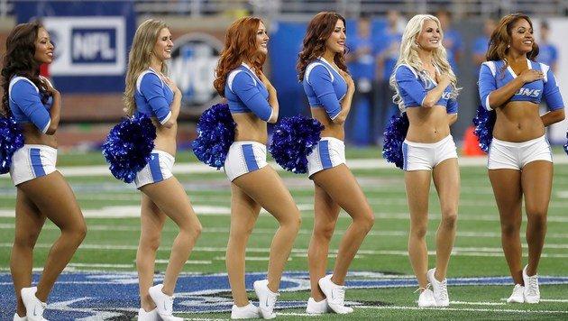 Die NFL-Saison hat begonnen - und so stehen auch die Cheerleader (Detroits Lions) wieder im Fokus. (Bild: APA/AFP/GETTY IMAGES/Dave Reginek)