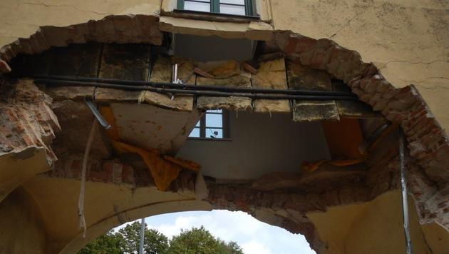 Haus nach Unfall teils eingestürzt - Frau gefangen (Bild: MA 68 Lichtbildstelle)
