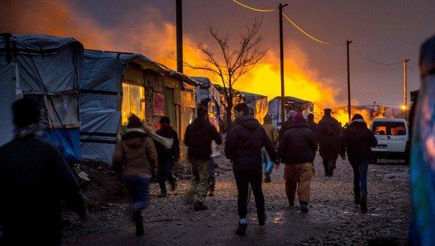 Großbritannien baut Mauer gegen Flüchtlinge (Bild: APA/AFP/Philippe Huguen)