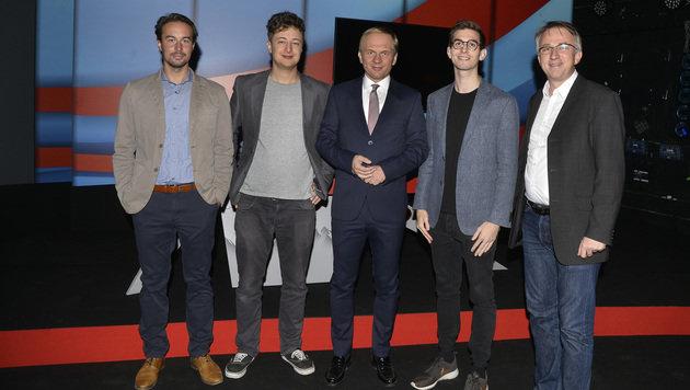 "Jürgen Marschal, ""Tagespresse""-Chef Fritz Jergitsch, Paul Kraker, Sebastian Huber und Peter Klien. (Bild: APA/HERBERT PFARRHOFER)"