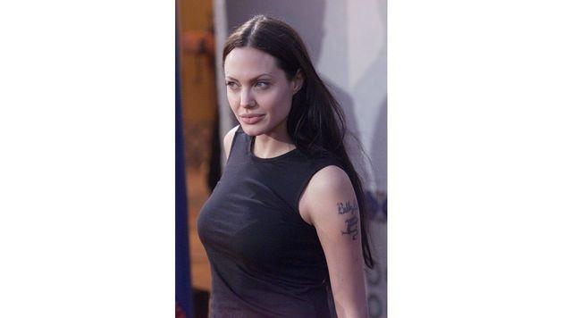 Einst hatte Angelina Jolie am Oberarm den Namen ihres Ex-Gatten Billy Bob Thornton stehen. (Bild: Viennareport)