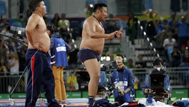 Drei Jahre Sperre für olympische Nackedei-Trainer! (Bild: Associated Press)