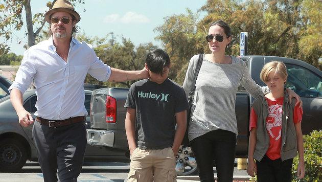 Brad Pitt und Angelina Jolie mit Sohn Pax und Tochter Shiloh (Bild: Viennareport)