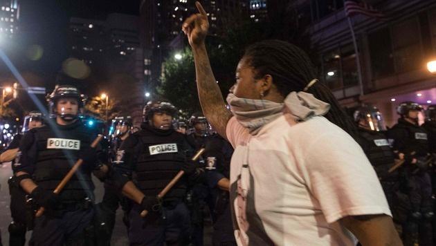 USA: Wilde Proteste nach t�dlichen Polizeisch�ssen (Bild: AFP)