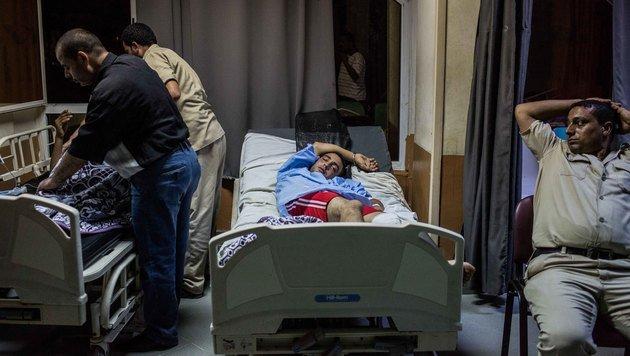 Die Überlebenden werden in einem Spital in der Küstenstadt Rosetta versorgt. (Bild: ASSOCIATED PRESS)