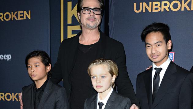 Brad Pitt mit Pax, Shiloh und Maddox (von links) (Bild: AFP)