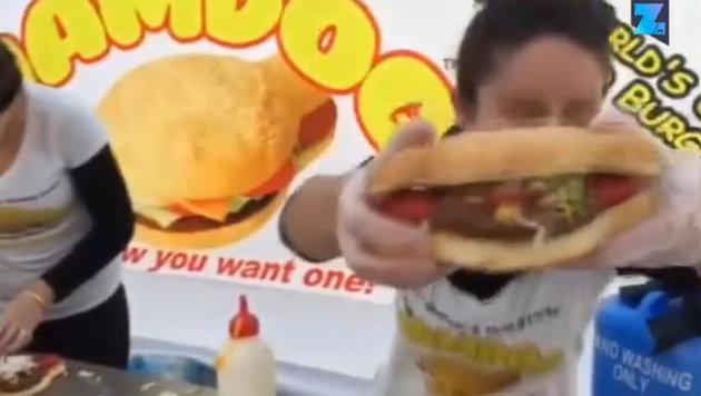"""Mahlzeit! Australier erfindet den """"Hamdog"""" (Bild: Zoomin.TV)"""