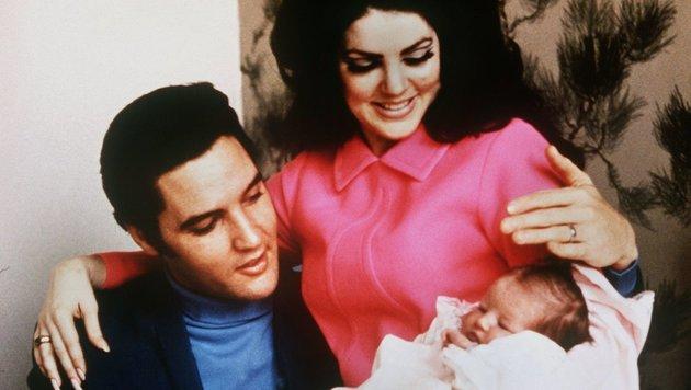 Elvis Presley mit Ehefrau Priscilla und Tochter Lisa Marie im Jahr 1968 (Bild: dpa/A0001 UPI/A0001 Upi)
