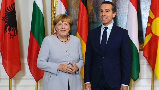 Kern mit Merkel im Bundeskanzleramt (Bild: APA/AFP/JOE KLAMAR)