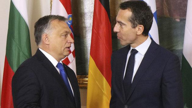 Viktor Orban im Gespräch mit Bundeskanzler Christian Kern (Bild: AP)
