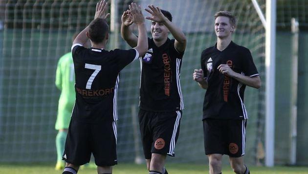 Piesendorfs Sztancs (li.) hatte gut lachen. Kollege Kocsis (M.) fixierte das 3:2 gegen Adnet. (Bild: Andreas Tröster)