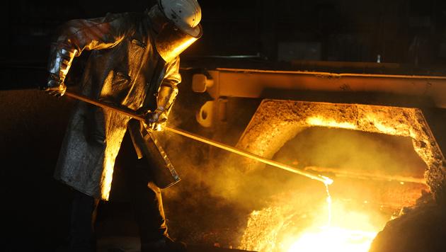 Metaller fordern drei Prozent mehr Gehalt (Bild: APA/HANS KLAUS TECHT)