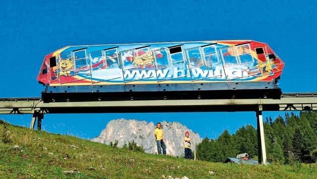 Mit der Standseilbahn geht es rasch auf die Wurzeralm in 1400 Meter Höhe. (Bild: JUFA)