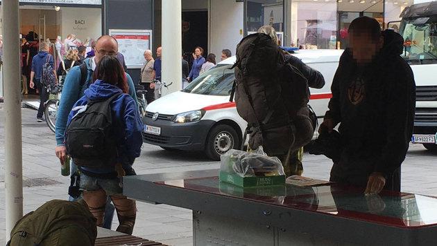 """""""Punk-Bettler machen Terror im 6. Bezirk (Bild: zet)"""""""