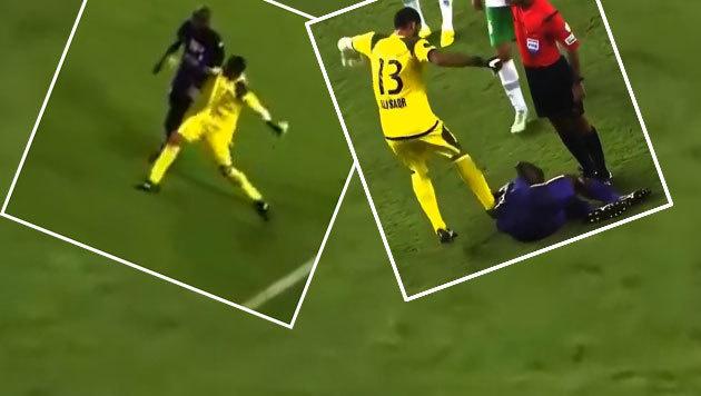 V�llig irre! Goalie schl�gt und tritt Gegner - Rot (Bild: YouTube.com)