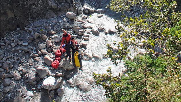 Der Leichnam wurde per Helikopter geborgen. (Bild: Zoom-Tirol)
