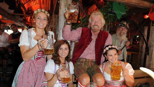 Richard Branson genießt das Oktoberfest in vollen Zügen (Bild: babiradpicture/Chr.Stiefler)