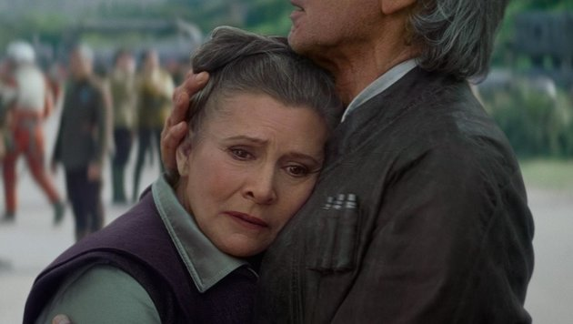 """Carrie Fisher und Harrison Ford in """"Star Wars: The Force Awakens"""" (Bild: CapFSD/face to face)"""