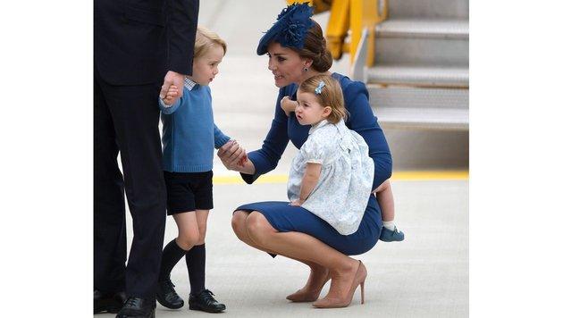 Herzogin Kate mit Prinz George und Prinzessin Charlotte (Bild: AP)