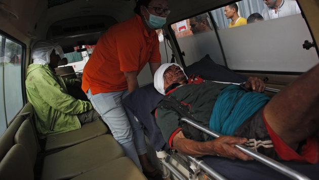Nepal: 18 Menschen bei Busunfall gestorben (Bild: Associated Press)