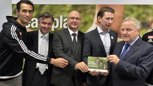 �FB von UEFA f�r Integrationsprojekt ausgezeichnet (Bild: APA/HERBERT NEUBAUER)