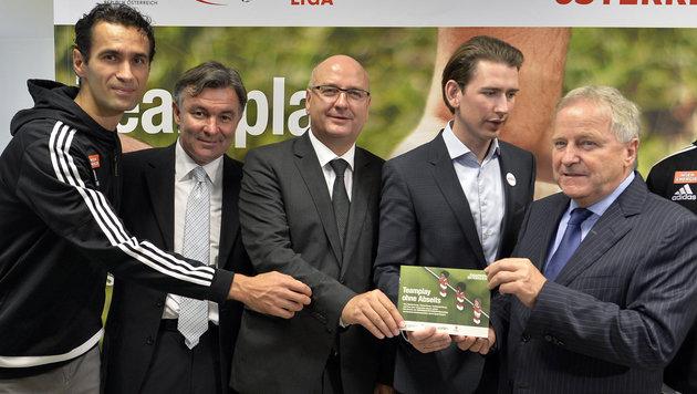 Peter Hlinka, Willi Ruttensteiner, Hans Rinner, Sebastian Kurz und Leo Windtner (Bild: APA/HERBERT NEUBAUER)