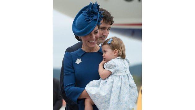 Herzogin Kate mit Prinzessin Charlotte (Bild: AP)