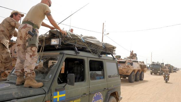 Schwedische Soldaten bei der EUFOR-Mission im Tschad (Bild: ISSOUF SANOGO/AFP/picturedesk.com)