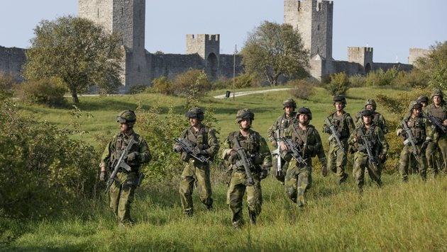 Schwedische Soldaten bei einer Übung (Bild: EPA)