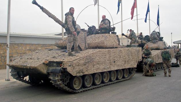 Schwedische Soldaten während der NATO-Mission ISAF in Afghanistan (Bild: KAZIM EBRAHIMKHIL/AFP/picturedesk.com)