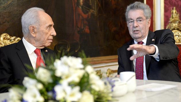 Peres-Tod: Fischer kehrt aus Polit-Pension zurück (Bild: APA/HERBERT NEUBAUER)