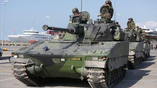 Schweden führt 2018 Wehrpflicht wieder ein (Bild: EPA)