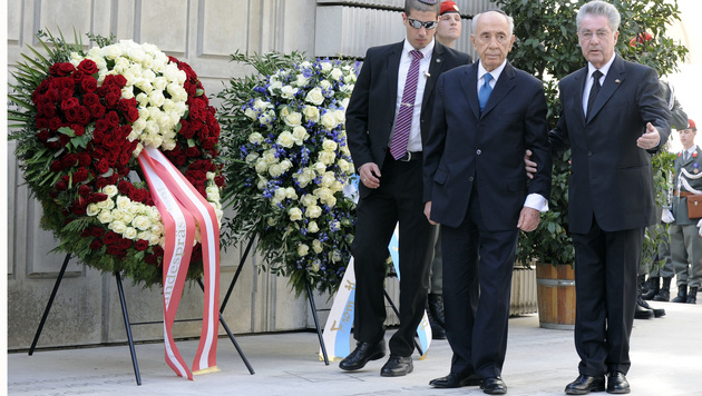 Peres-Tod: Fischer kehrt aus Polit-Pension zurück (Bild: APA/HERBERT P. OCZERET)