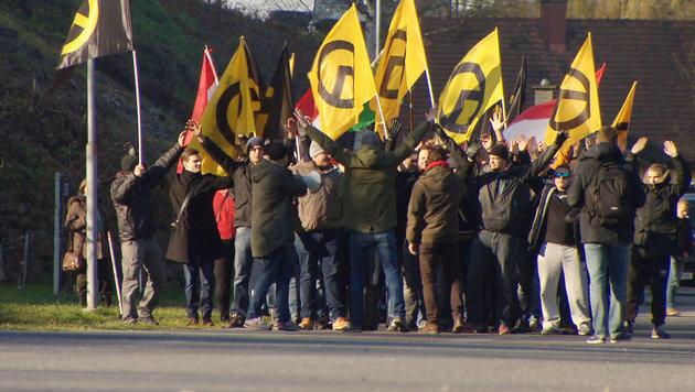 """""""Am Schauplatz"""" über die Parteien am rechten Rand (Bild: ORF)"""